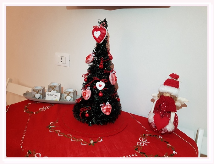 camera-matrimoniale-sole-bed and breakfast-cielididante-conversano-17-tavolo-albero-natale-addobbi-christmas-doll-tree